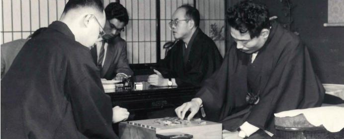 「新手一生」の升田幸三実力制第四代名人とは。史上初の三冠王にも輝き多くの新戦法を生みだした【今日は何の日?】