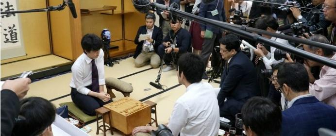 斎藤王座と藤井新人王が誕生した10月。白熱したそれぞれの対局を棋譜と解説付きで振り返る【注目対局プレイバック 2018年10月下旬】