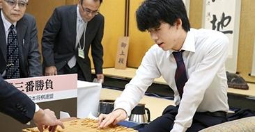 藤井聡太が新人王戦で優勝、フルセットにもつれ込んだ王座戦の行方は?【2018年10月振り返り】
