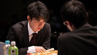 藤井聡太七段が2連覇達成か、渡辺明棋王らトップ棋士が阻止するか。第12回朝日杯将棋オープン戦の展望
