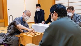 渡辺、タイトル獲得通算歴代4位に 第46期棋王戦五番勝負を振り返る