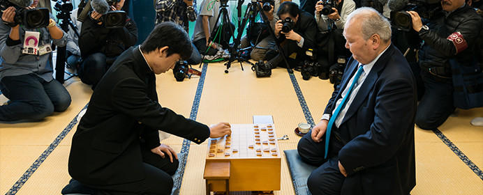 中学生棋士・藤井聡太四段、デビューから負けなしの14連勝。これまでの対局からみる、その強さの秘密とは?