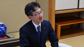 佐藤康光九段、最年少で紫綬褒章を受章「羽生さんに勝つために独創的な棋風に」