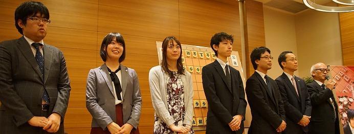 将棋ファンがタイトル戦現地イベントに行くべき理由。解説会からサイン会まで、丸一日楽しめる!