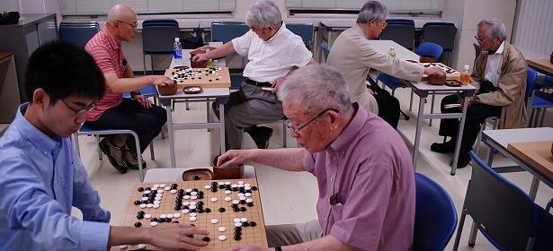 中原誠十六世名人も参加、将棋連盟囲碁部の活動に潜入
