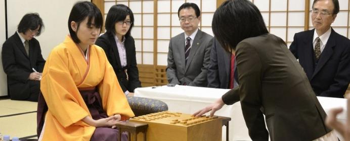 里見香奈VS上田初美。4年前に名局賞を受賞した二人の対決。女流名人戦、五番勝負の展望は?