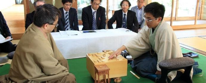 王位戦・羽生VS菅井戦にも出た格言!終盤に役立つ「寄せの手筋」を学びましょう【将棋の格言】