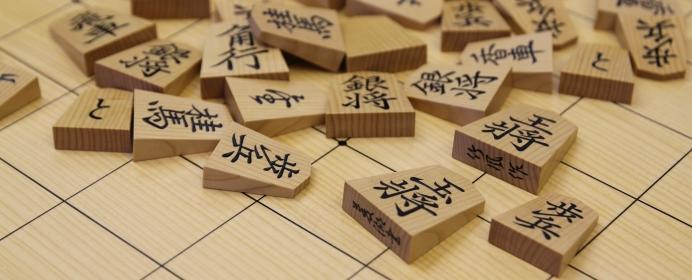 棋士に人気の高い駒は、菱湖書。羽生三冠がタイトル防衛をきめた最終局でも使われていた!