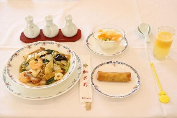 oui67-3_meal01.jpg