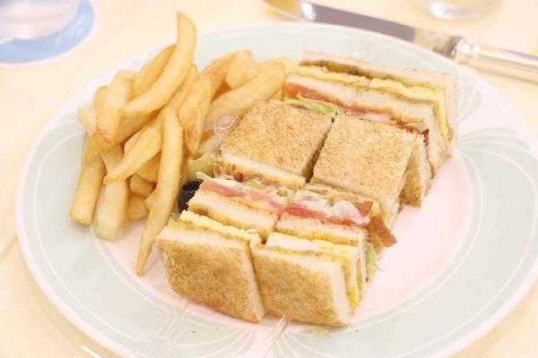 oui67-3_meal05.jpg