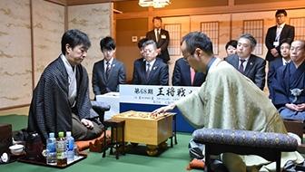 渡辺明棋王が5期ぶりに王将復帰。ストレートで久保王将を破った第68期王将戦七番勝負を振り返る