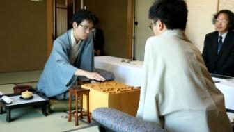寄せの段階に入ったら、難しい手は要らない?豊島二冠の対局から寄せの格言を学ぼう!【将棋の格言 第27回】