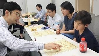 夏休みこそ将棋のはじめどき!初心者はこうやって将棋を学ぼう!【はじめての職団戦 vol.8】
