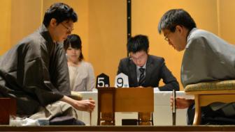羽生六冠VS谷川王将、七冠達成が懸かった一局。「5三のと金に負けはなし」で勝負を決めた【今日は何の日?】
