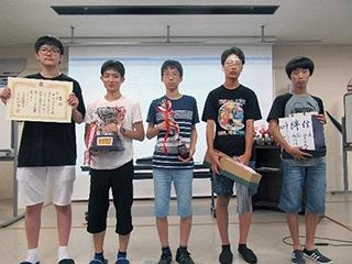 A級優勝の桐朋高等学校チーム