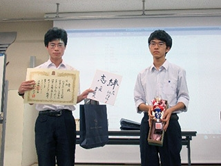 B級優勝の駒場東邦高等学校チーム