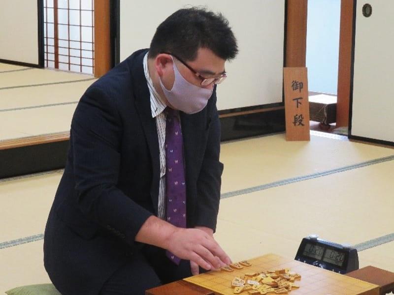 表彰式で井上慶太九段より賞状が授与されました