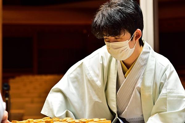 藤井聡太、史上最年少で二冠獲得・八段昇段!|将棋ニュース|日本将棋連盟