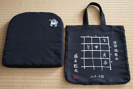 藤井聡太六段 直筆詰将棋デザイン限定ムアツクッション