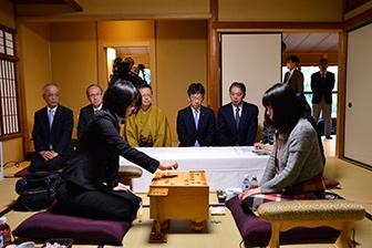 第44期岡田美術館杯女流名人戦五番勝負第1局対局開始の模様
