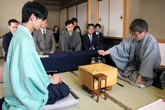 第88期棋聖戦五番勝負第1局対局開始の模様