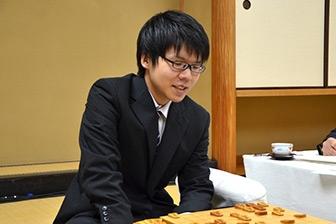 連覇を果たした増田康宏四段